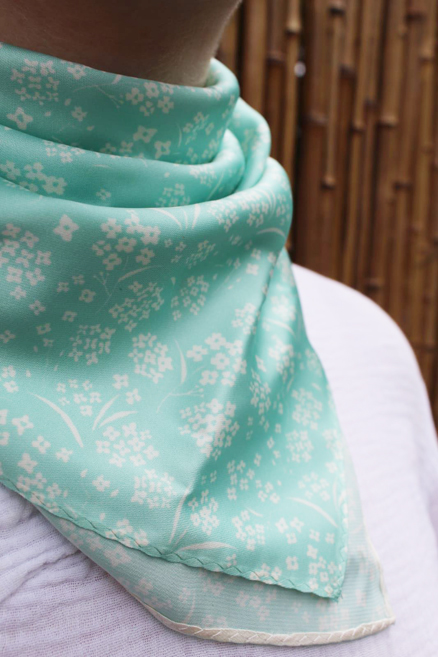 Alyssum scarf